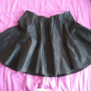 NWOT Torrid  premium pleather skirt